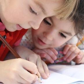 La socialisation à l'école maternelle au Québec et en Ontario : une analyse des programmes de formation à l'écolematernelle